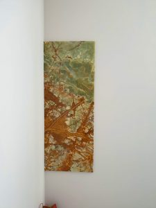 Obloga na zidu od oniksa verde green