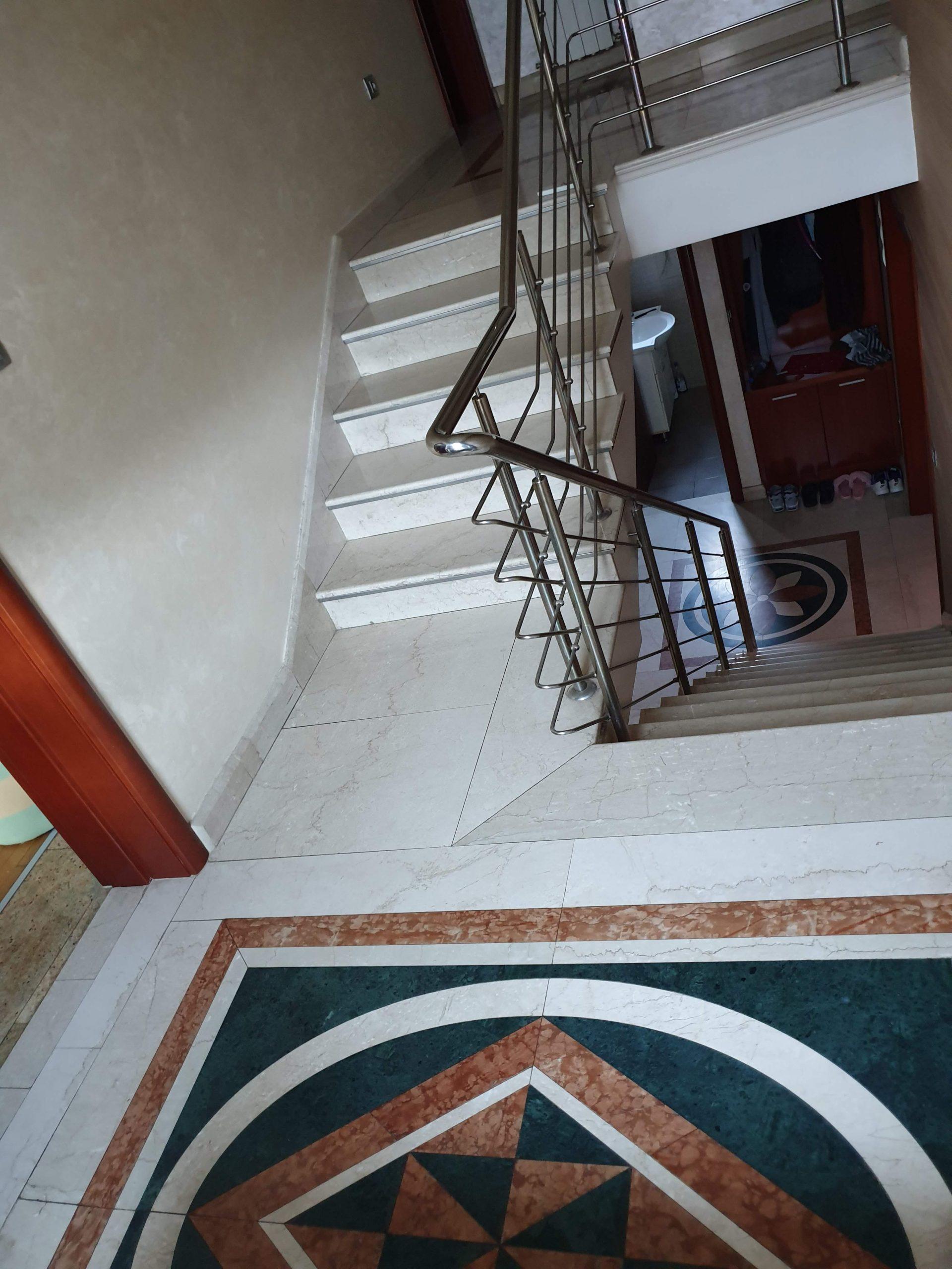Stepenice i pod od mermera Botticino