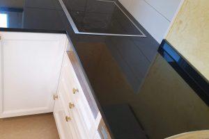 Kuhinjske radne ploče od granita i kvarca crnog