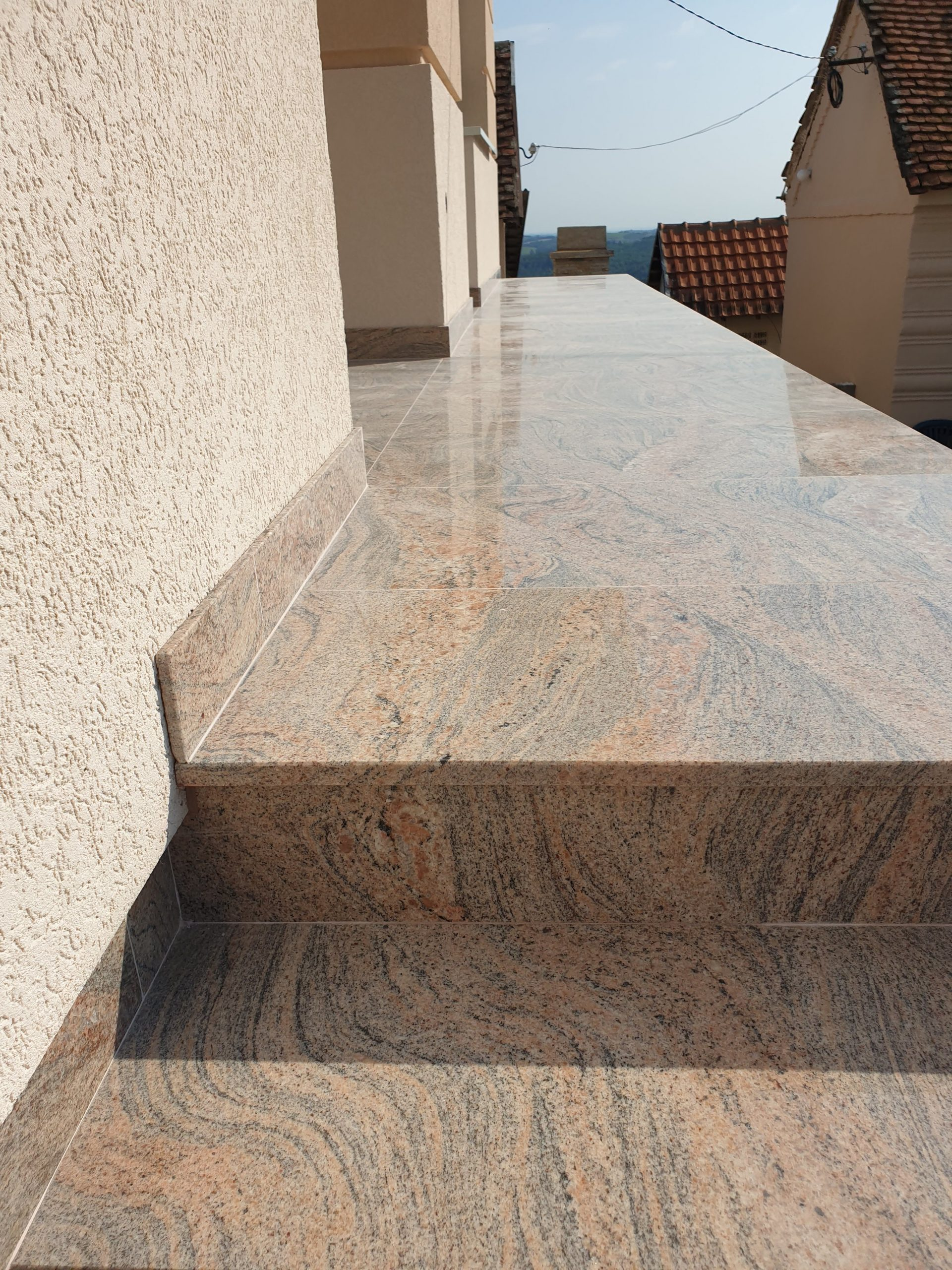 Stepenice od granita juparana colombo