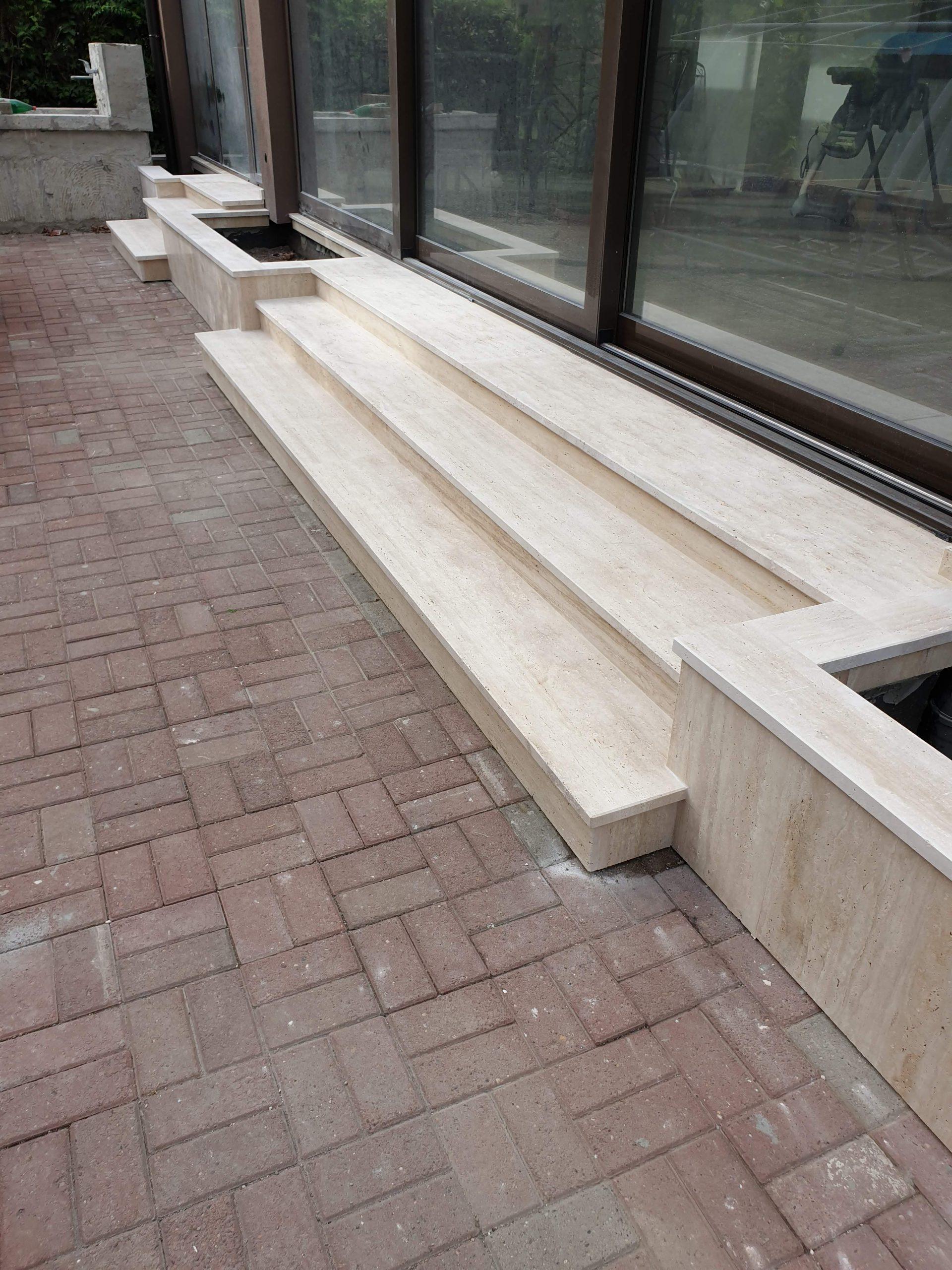 Stepenice žardinjere od travertina