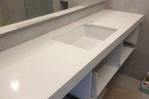 ploca za kupatilo beli kvarc
