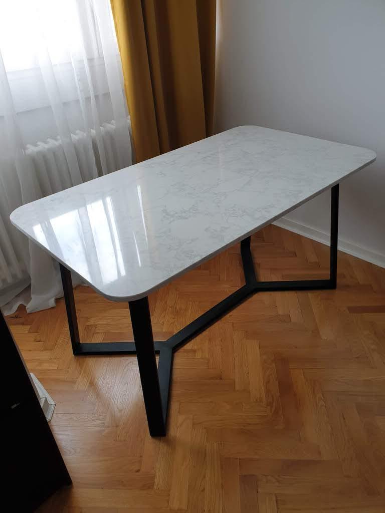 moderni trpezarijski sto