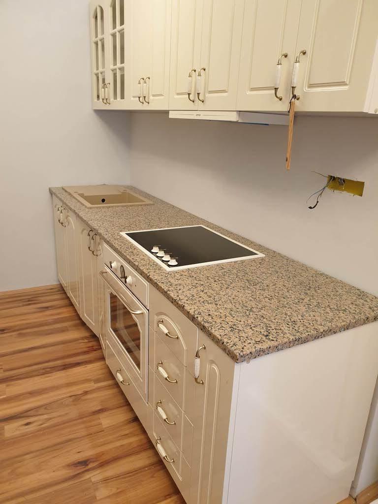 kuhinjsak radna ploca od granita roso porino