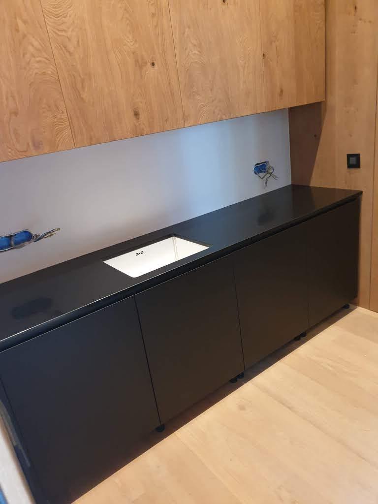 kuhinjska ploca od crnog kvarca